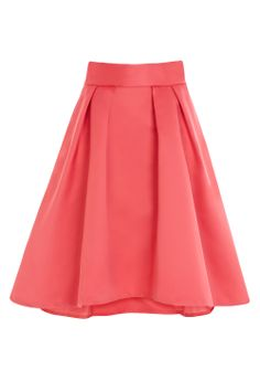 Get your transitional wardrobe ready with some key pieces for SS14 - The Aralynn skirt is the perfect full statement skirt with large pleats creating a bold shape and vintage-inspired feminine silhouette. The balance with the traditional style and below-knee-length creates a unique combination. Wear with our Leelo cami or queen shell top.
