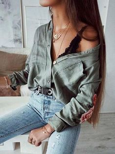 20 Edgy Fall Street Style 2018 Outfits To Copy Casual Fall Fashion Trends & Outfits 2018 Street Style Outfits, Street Style 2018, Mode Outfits, Teen Outfits, School Outfits, Autumn Outfits For Teen Girls, Street Styles, Look Fashion, Skirt Fashion
