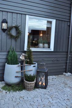 Jul utenfor døren. – Villa Paprika #wintergarten #jul #kerst #voordeur #ideas #ideeën