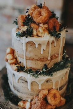 25 Drip Wedding Cakes for Some Mouthwatering Inspo 25 Drip Wedding Cakes for Some Mouthwatering Inspo AP Design APdesignhh Hochzeit This droolworthy confection accented with doughnuts is an nbsp hellip wedding Cupcake Creative Wedding Cakes, Wedding Cake Designs, Summer Wedding Cakes, Fall Wedding Desserts, Autumn Wedding Cakes, Wedding Foods, Pretty Wedding Cakes, Autumn Weddings, Fall Wedding Centerpieces