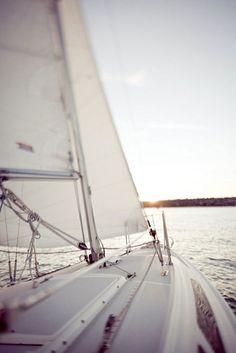Across the vast ocean I come.little sailboat, don't let me down! Sails full, wind free, and gentle sound of water. Photo Deco, Yacht Boat, All Nature, Sail Away, Set Sail, Costa, Places To Go, Wanderlust, Photos