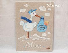 COCONIC: Cuadro de cigüeña pintado a mano y personalizado como regalo de nacimiento del pequeño Oliver.