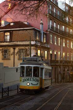 Tram n.28, Lisboa, Portugal  www.fromentinjulien.com