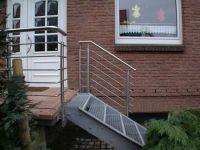 Treppengeländer aus geschliffenem Edelstahl. Preis per lfm