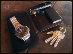 Omega Speedmaster Pro Samsung Galaxy in genuine case Generic leather wallet [[MORE]] Victorinox Bantam with bronze fob Keys wi. Galaxy S2, Samsung Galaxy, Edc Tactical, We Carry On, Speedmaster Professional, Omega Speedmaster, Everyday Carry, Menemen Recipe, Michael Kors Watch