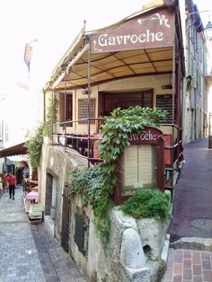 Restaurant Gavroche in the old town of Cannes, France. See more pictures of Cannes at http://vanessa-morgan.blogspot.be/2014/06/cannes-film-festival-pictures.html #restaurants #cannes #france