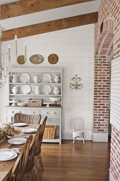 The brick walls in this Tennessee dining room are everything. Rustic and classic – what else could we ask for?