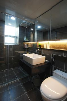 modern Bathroom by 라움 디자인
