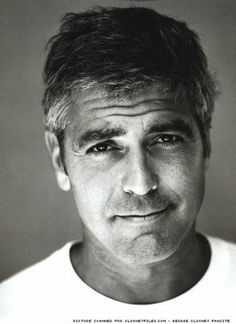 George Clooney (George Timothy Clooney) (Lexington (USA), May 6, 1961) We know only one man who can sport salt and pepper with such elegance. <3