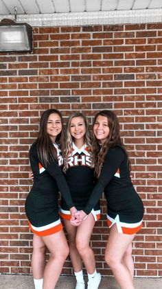 Cute Cheer Pictures, Cheer Picture Poses, Cheer Poses, Picture Ideas, Youth Cheerleading, Cheerleading Pictures, Cheerleading Outfits, Cheers Photo, Cheer Stunts