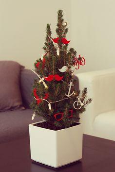 Mancano 60 giorni a #Natale! Perché quest'anno non decorare l'#albero con qualcosa di unico e personale? :) Qui il tema #hipster <3 per info: info@homegram.it