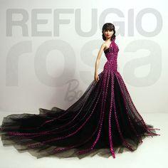 """El Refugio Rosa donó esta muñeca llamada """"Villana"""", inspirada en las malvadas de cuento y antagonista de la """"Reina Nayáde"""", creada para la subasta benéfica a favor de la Asociación Española Contra el Cáncer (aecc) que se realizó en Convención nacional de coleccionistas de Barbie en España.  Me alegra poder comunicar que la ganadora fué Nuria Rodrigo Borroy, una de las primeras seguidoras del refugio Rosa y que apoyó el proyecto de manera muy especial."""
