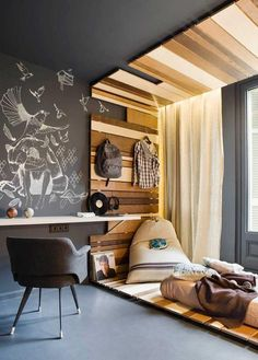 Pallets, boys teen rooms =)