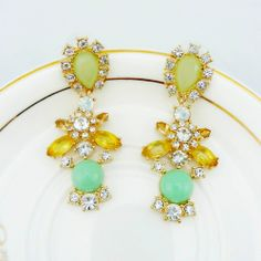 Luxurious Gold Plated Rhinestone Earrings Manufacturer Direct Wholesale Flower Shape Woman Full 15 $ Free Shipping US $3.90