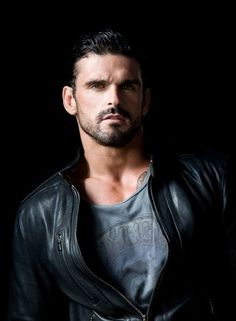 Proof pro-rugby athlete and fitness model Stuart Reardon looks equally hot IN clothes as he does OUT of it or completely naked. Leather Fashion, Leather Men, Leather Jacket, Dark Haired Men, Stuart Reardon, Rugby Players, Rugby League, Hommes Sexy, Good Looking Men