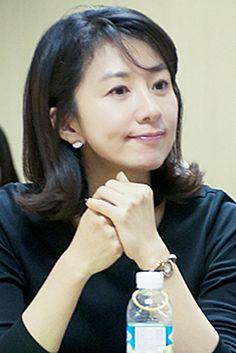 flip out hair Korean Actresses, Korean Actors, Middle Hair, Korean Star, Elegant Woman, Hair Makeup, Female, Celebrities, My Style