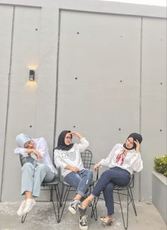 Ootd Hijab, Ulzzang, Besties, Baby Strollers, Bliss, Best Friends, Fiction, Kpop, Mirror