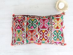 moroccan cushion. cojín marroquí dar amïna shop
