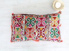 moroccan cushion. cojín marroquí dar amïna shop