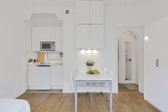 aprox. 20 sq m studio apartment - floor plan on page. small, but cute, integrated kitchenette.