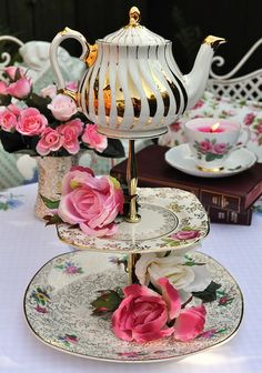 Mad Tea Party Vintage Cake Stand with Teapot on Top: Quirky centrepiece topped with a mini vintage Sadler gold teapot / cakestandheaven.com