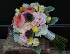 How To Pick The Perfect Wedding Bouquet via Rustic Wedding Chic