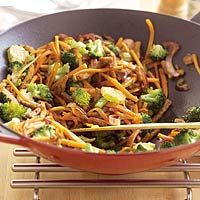 Broccoli-shoarma - I just neeed to know how to cook asian food Asian Recipes, Ethnic Recipes, Japchae, Broccoli, Risotto, Food And Drink, Pasta, Lunch, Baking