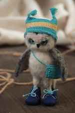 Handmade Needle Felted Small Animal Figurine Of Gray Owl In Hat And With Bag