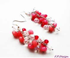 Hier biete ich ein einzigartiges Paar Ohrhänger aus Kristallfarbenen Glasschliffperlen,pinkfarbenen Bicone und Rosafarbenen Kunststoffperlen.    Ohrri