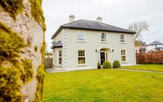Image result for georgian farmhouse Georgian Style Homes, Georgian Mansion, Facade House, House Facades, House Exteriors, Home Exterior Makeover, Dream House Exterior, Exterior Design, Exterior Paint