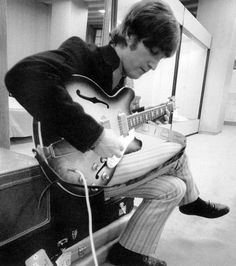 John Lennon with his Epiphone Casino (sunburst) guitar in 1966. In 1968, John had the sunburst finish sanded off to give the guitar a natural look, which he used from The White Album onwards, including into his solo career.