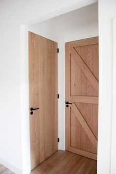 Oak Doors, Entrance Doors, Wooden Doors, Door Design, House Design, Barn Renovation, Inside Doors, Farmhouse Remodel, House Doors