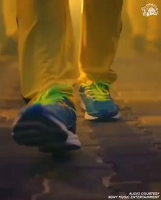 Cricket Wicket, Cricket Bat, Cricket Sport, Ipl Videos, First Love Heartbreak, Don't Give Up Quotes, Cricket Poster, Dance Picture Poses, Best Video Song
