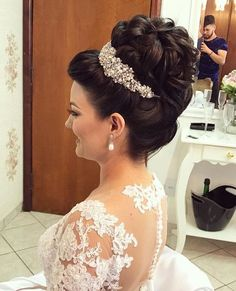 10 Most Amazing Wedding Hairstyles To Look Stunning During Your Weddings Frizura per nuse Pins for Ladies Amazing top bun with nice bride details Top knots or Ballerina buns are still fashionable and add instant elegance to your bridal look. Bridal Hair Updo, Headpiece Wedding, Wedding Hair And Makeup, Wedding Updo, Bride Hairstyles, Pretty Hairstyles, Hairstyle Ideas, Bridesmaid Hair, Prom Hair