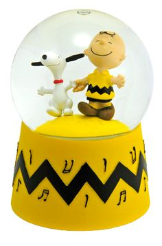 Charlie Brown and Snoopy Snowglobe.