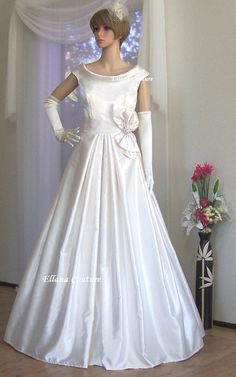 Retro wedding gown $450