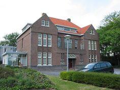 (1918) De Vonk holiday residence at Noordwijkerhout - J.J.P. OUD + Theo Van Doesburg  (1280×960)