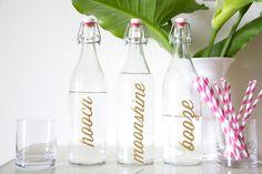 DIY Bar Bottle Labels {lovely indeed} Diy Bottle, Bottle Labels, Diy Bar Cart, Festa Party, Liquor Bottles, Crafty Craft, Crafting, Diy Home Crafts, Craft Sale
