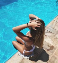 98 Trendy Summer Pool Pictures To Copy Visit for more summer vibes couples bea. Summer Instagram Pictures, Summer Pictures, Beach Pictures, Beach Sunset Photography, Pool Photography, Fashion Photography, Summer Photography Instagram, Pool Poses, Beach Poses