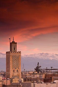 Soleil couchant sur les montagnes de l'Atlas Marocain.