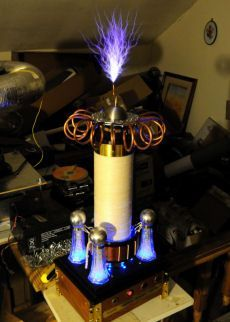 Steampunk tesla coil pictures - the Aetheriser Diy Electronics, Electronics Projects, Nicola Tesla, Tesla Inventions, Tesla Technology, Zero Point Energy, Tesla Coil, Ex Machina, High Voltage