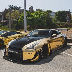 Nissan GTR only cause the gold and black