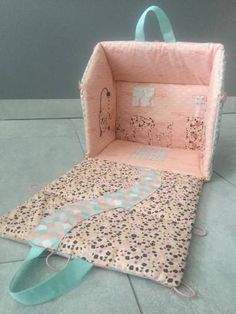 Discover recipes, home ideas, style inspiration and other ideas to try. Easy Diy Crafts, Crafts To Do, Fabric Buildings, Baby Quilts Easy, Baby Sensory Play, Baby Deco, Fabric Toys, Doll Crafts, Doll Furniture