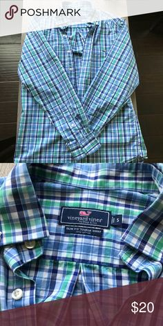 Vineyard Vines SLIM FIT TUCKER SHIRT MENS Vineyard Vines button down long sleeve shirt. 100% cotton Size S Vineyard Vines Shirts Dress Shirts