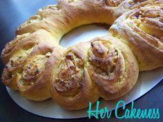 Her Cakeness:  Cinnamon-Roll-Wreath Tutorial
