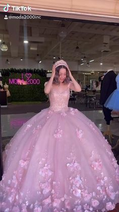 Sweet 16 Dresses, Beautiful Dresses, Pretty Prom Dresses, Mexican Quinceanera Dresses, Long Sleeve Quinceanera Dresses, Ball Gown Dresses, 15 Dresses, Fancy Gowns, Princess Ball Gowns