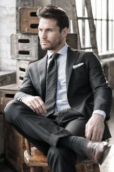 Prepare for their nuptials in style, with our awesome and inspirational ideas, tips and suggestions for mens summer wedding attire. Costume Sexy, Mode Costume, Black Tie Attire, Black Suits, Grey Suit Brown Shoes, Gentleman Mode, Gentleman Style, Sharp Dressed Man, Well Dressed Men