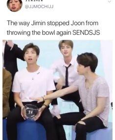 bts memes Jimin knows how it will end if Namjoon keeps throwing it lol Namjoon, Seokjin, Bts Funny Videos, Bts Memes Hilarious, Got7 Funny, Funny Pics, Jung So Min, Bts Bangtan Boy, Bts Jimin