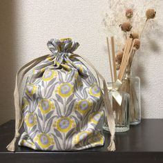 Granny Fun, Easy Crafts, Diy And Crafts, Drawstring Bag Tutorials, Fabric Yarn, Craft Bags, Needle And Thread, Fashion Backpack, Purses And Bags