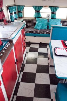 As soon as I saw this trailer, I knew it needed to become a Glamper! See how we took it from camper to glamper. - Diy Home Crafts Retro Rv, Retro Trailers, Retro Camping, Vintage Travel Trailers, Camping Car, Camper Trailers, Camping Outdoors, Camping Tips, Shasta Trailer